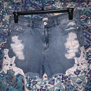 Sneak Peek High-Waisted Denim Shorts (Size. L)